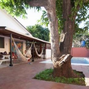 Hostales y Albergues - Managua Backpackers Inn