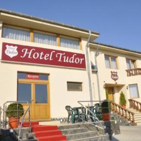 Hostales y Albergues - Hotel Tudor