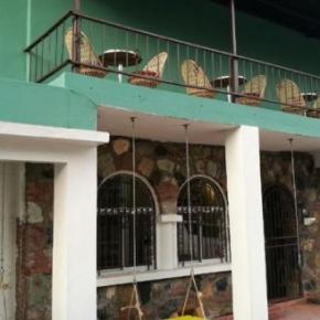 Hostales y Albergues - Hostal  Casa 33