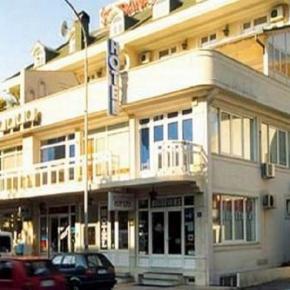 Hostales y Albergues - Boja Tours Hotel