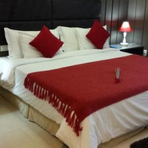 Hostales y Albergues - Mondrian Suite Hotel