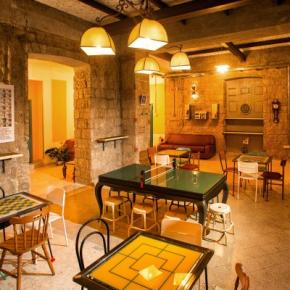 Hostales y Albergues - Hostal NeapolitanTrips  and Bar