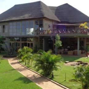 Hostales y Albergues - Weru Weru River Lodge