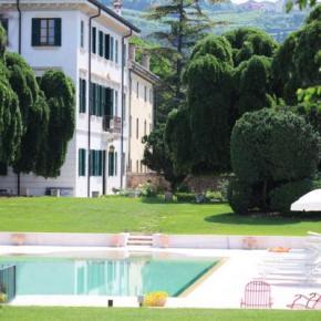 Hostales y Albergues - Villa Nichesola