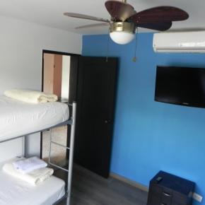 Hostales y Albergues - Tamarindo Inn