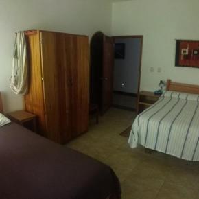 Hostales y Albergues - La CasaBlanca Hotel and Tours