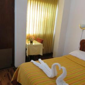 Hostales y Albergues - Las Palmeras Inn