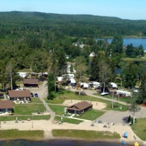 Hostales y Albergues - The Cottages Baie Cascouia and BnB Au bord du Lac