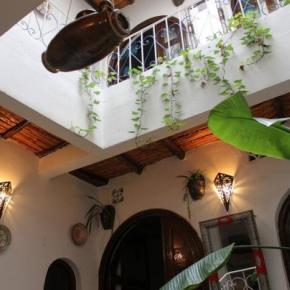 Hostales y Albergues - Riad Djibril