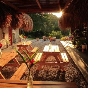 Hostales y Albergues - Los Colores Ecoparque Colombia