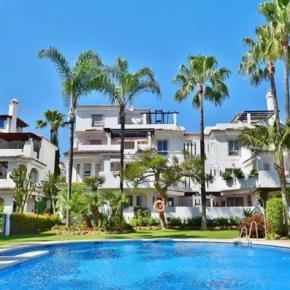 Hostales y Albergues - Los Naranjos Apartamentos Serinamar