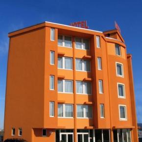 Hostales y Albergues - Hotel Verdina