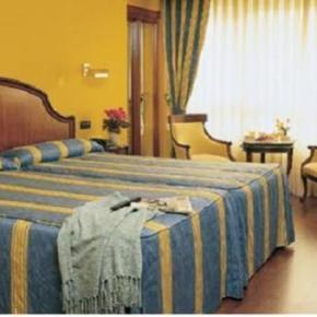 Hostales y Albergues - Hotel Corona De Castilla