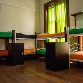 Hostales y Albergues - Hostal 06 Central