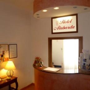 Hostales y Albergues - Hotel Alabarda