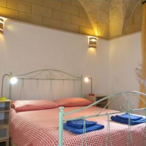 Hostales y Albergues - BnB La Piazzetta