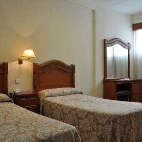 Hostales y Albergues - Hotel Riviera