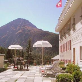 Hostales y Albergues - Hotel Bernina
