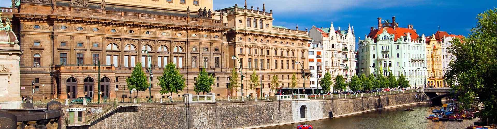 Praga - Campamentos cerca a Teatro Nacional. Mapas de Praga, Fotos y comentarios de cada Campamento en Praga.