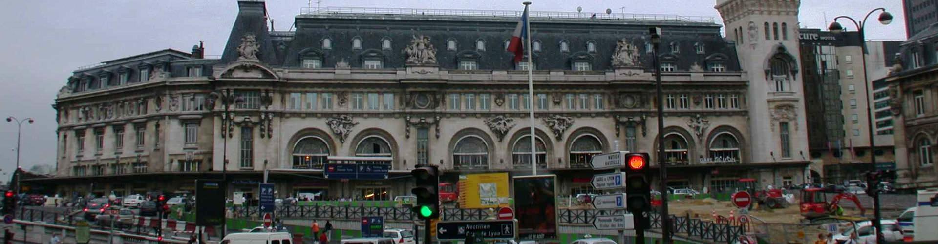 París - Hoteles baratos cerca a Estación de tren de Lyon. Mapas de París, Fotos y comentarios de cada Hotel en París.