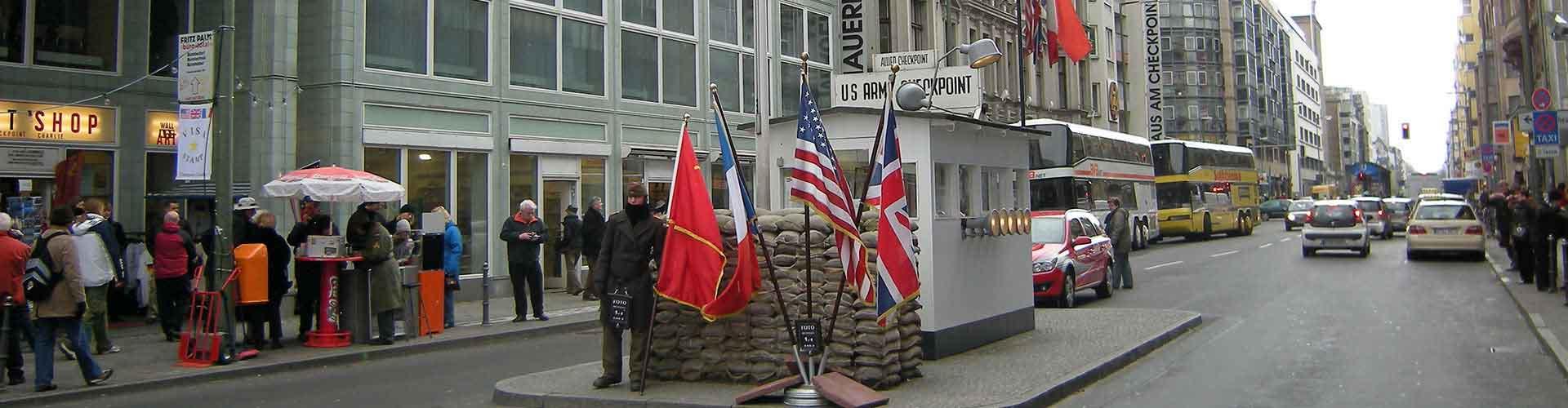 Berlín - Campamentos cerca a Checkpoint Charlie. Mapas de Berlín, Fotos y comentarios de cada Campamento en Berlín.