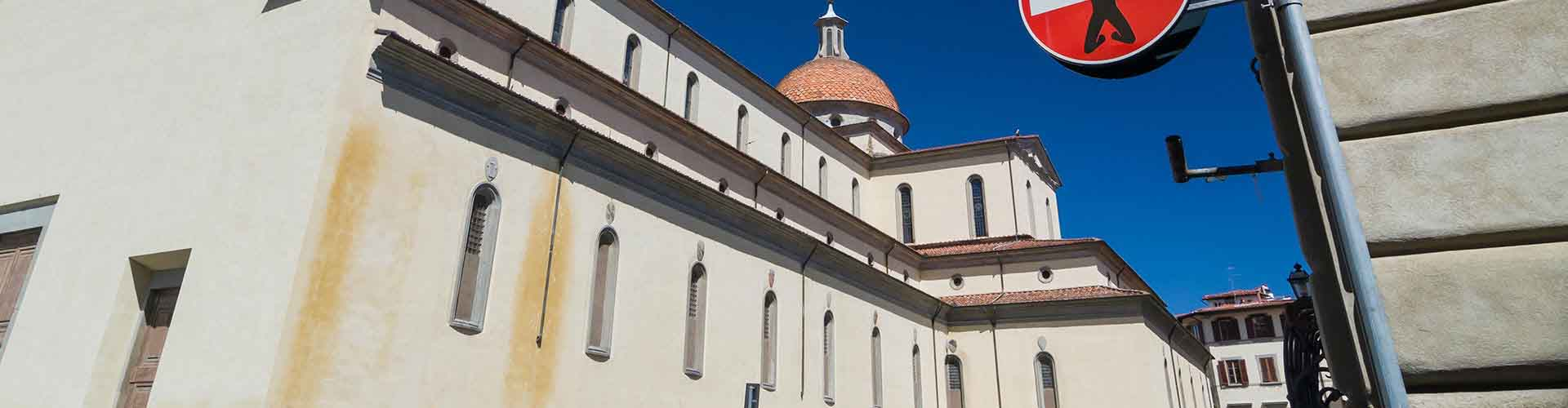 Florencia - Campamentos en el distrito Santo Spirito. Mapas de Florencia, Fotos y comentarios de cada Campamento en Florencia.