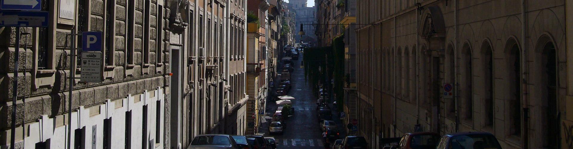 Roma - Hostales en el distrito Monti. Mapas de Roma, Fotos y comentarios de cada Hostal en Roma.